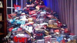 Compra 300 regalos para sus hijos y esto sucedió