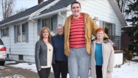 El adolescente que mide 2,34 metros y sigue creciendo