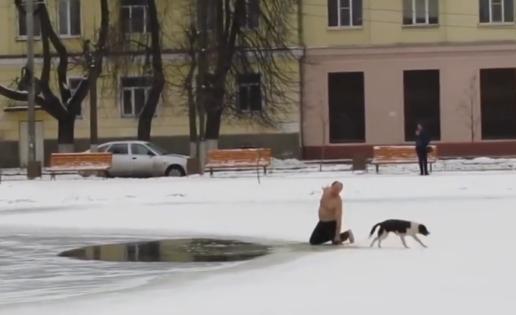 Un hombre arriesga su vida para salvar a un perro en Rusia