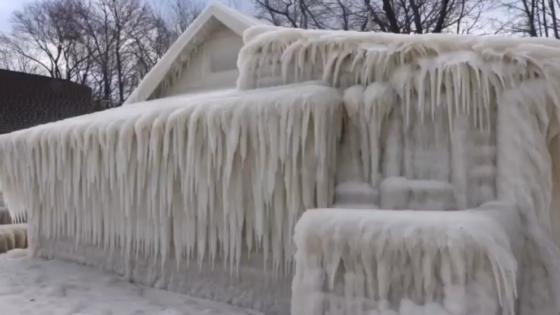 Una casa queda completamente congelada en Nueva York