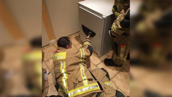 Niño es rescatado del interior de una caja fuerte después de jugar al escondite