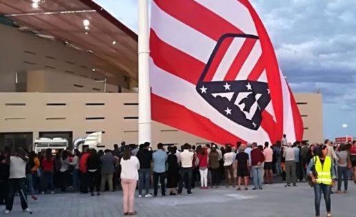 La bandera del Atlético de Madrid