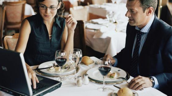 10 tips para sobrevivir a una comida de negocios