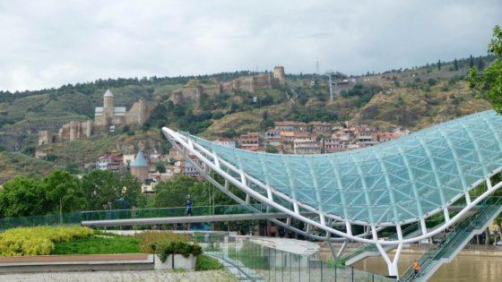 La nueva Tiflis, el cristal sobre la piedra