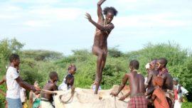 El masoquismo extremo y el «Salto del toro»: un rito ancestral en Etiopía