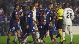 Dos penaltis necesitó el Real Madrid para ganar al Levante en el Ciutat de Valencia