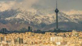 Irán oscila entre la apertura y el aislamimiento