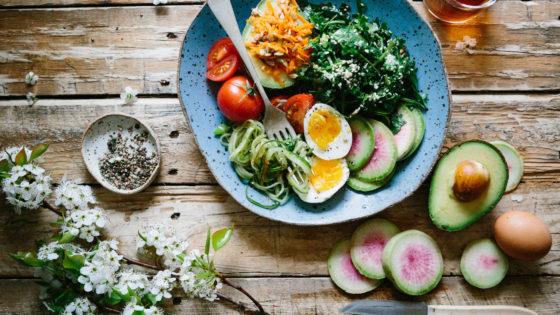 ¿Lunes a dieta? No, mejor respeta el cuerpo con lo que comes