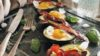 Aguacate relleno de huevo, ¿un plato de «dieta keto» o «foodporn»?