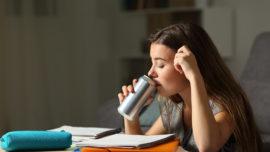 ¿Cuánta azúcar y cuánta cafeína tienen las bebidas energéticas?