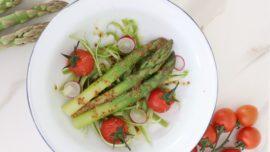 La receta de espárragos y tomates cherry para una ensalada diferente