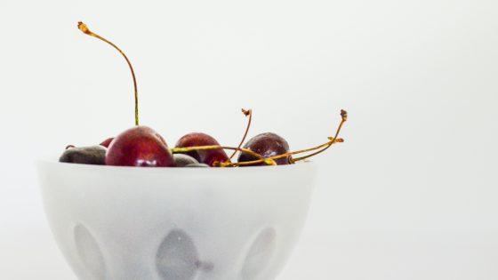 Los beneficios de las cerezas y por qué no debes tirar el rabillo