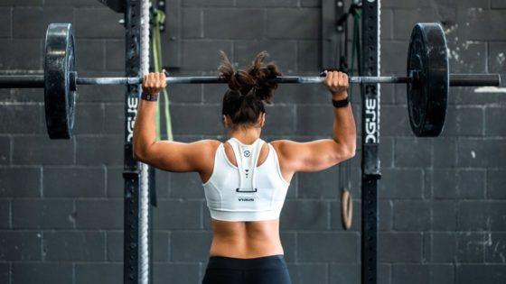 Te contamos cómo conseguir unos hombros fuertes