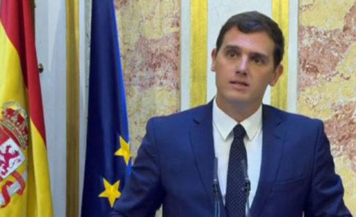 """Rivera da dos pasos atrás:  """"sí"""" a Rajoy y a la investidura"""