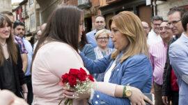 Susana Díaz con el aliento de Pedro Sánchez en el cogote
