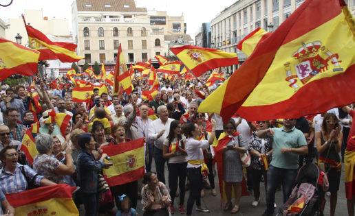 Ni fachas, ni carcas, españoles orgullosos de su país