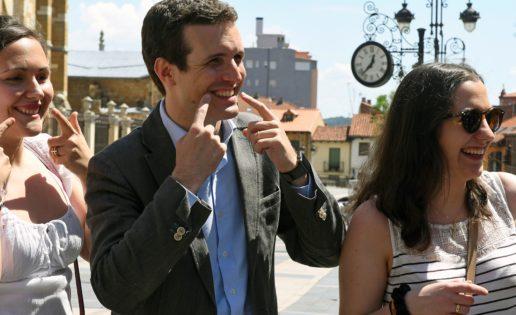 Aznar le hace un flaco favor a Pablo Casado
