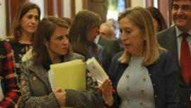 """Ana Pastor, la dama de las Cortes, y la """"hooligan"""" del PSOE, Adriana Lastra"""