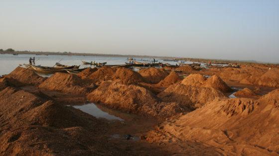 EUTM Malí (VI): río Níger, donde moran los «pescadores de arena»