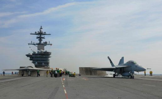Hacia la nueva era de los «portadrones»: EE.UU. prueba el X-47B y el F-18 en vuelos conjuntos