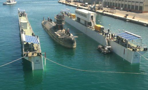 El submarino «Tramontana» pasa por el «taller» de Navantia