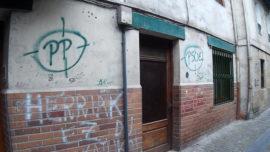 Pasajes: pintadas con PP y PSOE en el punto de mira junto a la casa natal de Blas de Lezo