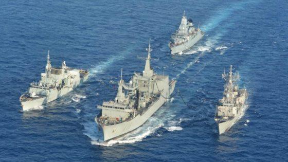 El BAC «Cantabria», primer buque de la Armada en repostar a tres barcos a la vez