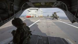 """Vídeo: el aterrizaje de helicópteros españoles en el BPC """"Dixmude"""""""