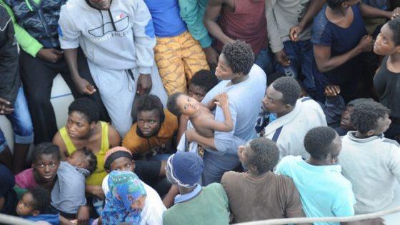 40 horas, 1.048 migrantes y un cadáver