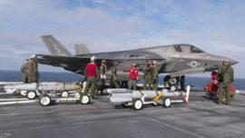 La US Navy embarca por primera vez un caza F-35 con bombas
