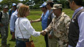 """Cospedal defiende en Colombia una paz """"que no cambie el relato de lo que ocurrió"""""""
