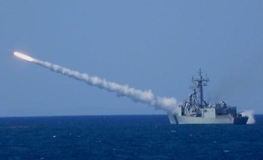 Tres fragatas F-80 lanzan diez misiles «SM-1» en el golfo de Cádiz