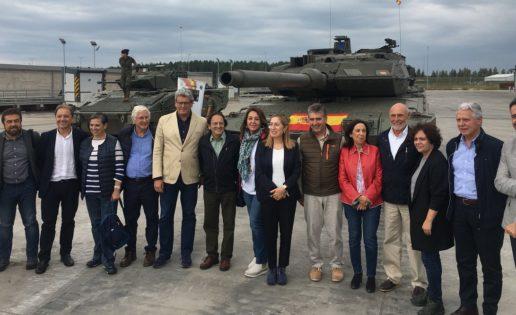 Diputados y senadores, con los militares españoles en Letonia