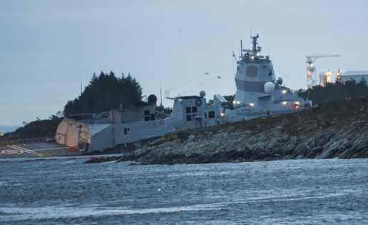 Una fragata noruega construida por Navantia, a punto de hundirse por un accidente con un petrolero
