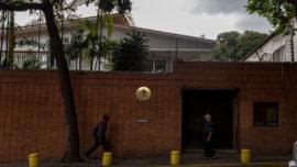 Exteriores comprará un vehículo blindado para la Embajada en Caracas