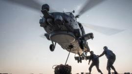 EE.UU. planea reforzar la base de Rota con un escuadrón de helicópteros de ataque
