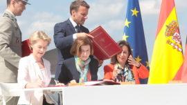 Robles firma la adhesión de España al proyecto del futuro caza europeo con Francia y Alemania