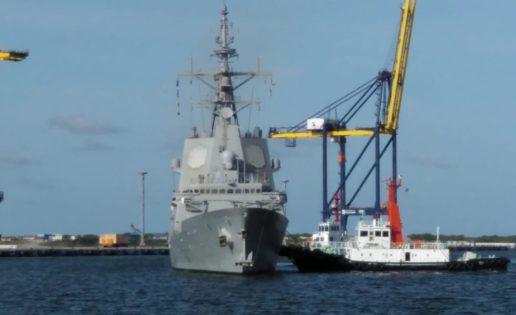 La fragata Méndez Núñez atraca en un puerto de Tailandia