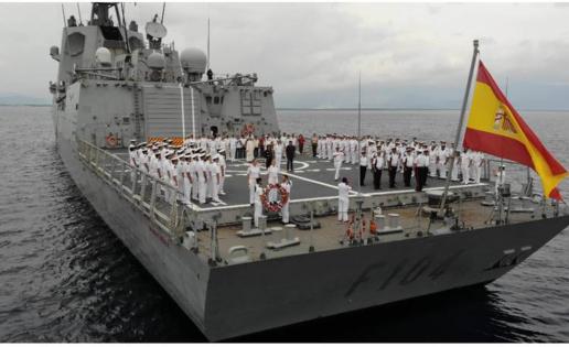 Homenaje de la fragata Méndez Núñez a «los Últimos de Filipinas»