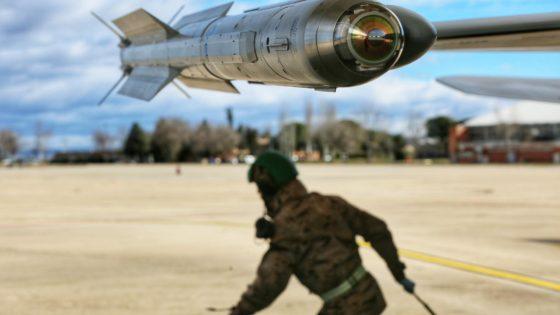 Cazas Eurofighter y F-18 se adiestran contra un ataque con drones como el de Arabia Saudí