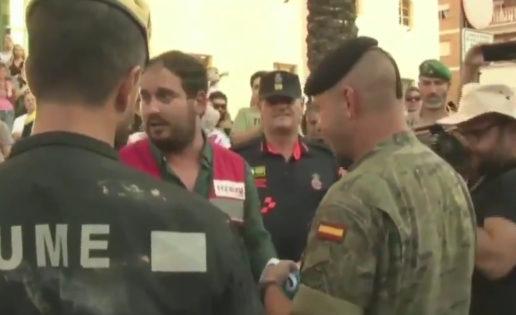Vídeo: la UME y el Ejército, despedidos entre vítores en Los Alcázares