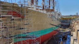Las imágenes del buque Elcano en su varada en San Fernando