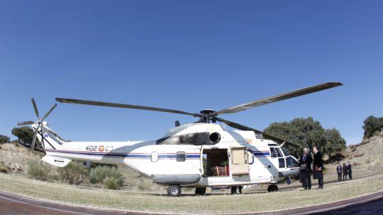 Un helicóptero de transporte VIP del Ejército del Aire trasladó el féretro de Franco