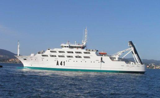Colisión de un pesquero con un buque de la Armada en la Ría de Vigo