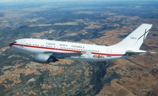 Sin catering en el vuelo oficial de la ministra Robles a Sigonella