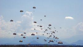 El A400M certifica su capacidad de salto de 116 paracaidistas