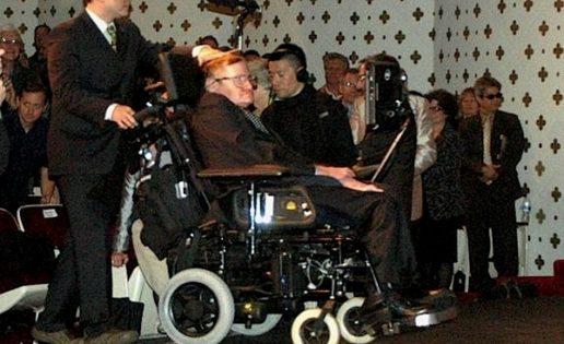 """Stephen Hawking: """"El Universo no necesitó ayuda divina para existir"""""""