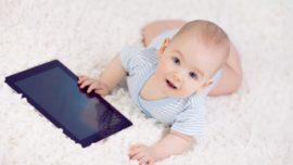 Con 2 años, los niños saben manejar pantallas táctiles