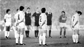 La noche en que un pajarito, Miguel Porlán, hizo un agujero a la escopeta, Maradona