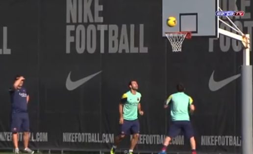 Leo Messi se pasa al baloncesto